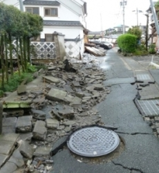 Wall made of blocks collapse photograph in case of Kumamoto earthquake